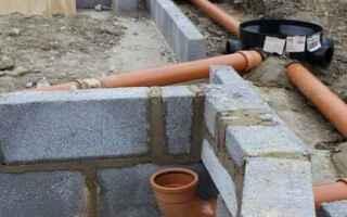 Как правильно уложить канализационные трубы в траншею