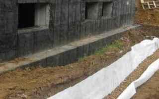 Дренаж фундамента дома своими руками при разном уровне грунтовых вод