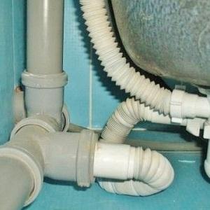 Врезка пластиковой канализационной трубы в чугунную