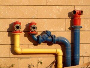 разводка метллических водопроводных труб