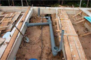 prokladka-kanalizacii-pod-fundamentom-svoimi-rukami (1)