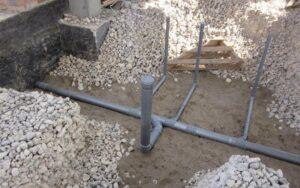 prokladka-kanalizacii-pod-fundamentom-svoimi-rukami (2)