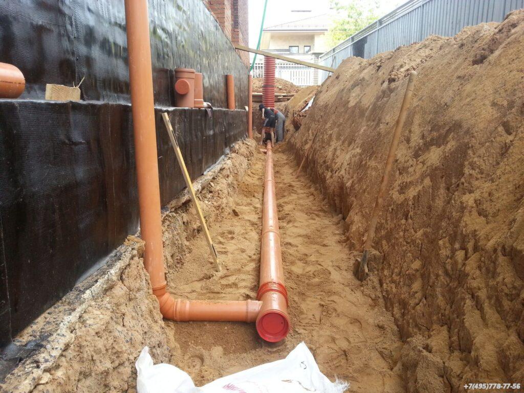 prokladka-kanalizacii-pod-fundamentom-svoimi-rukami (3)